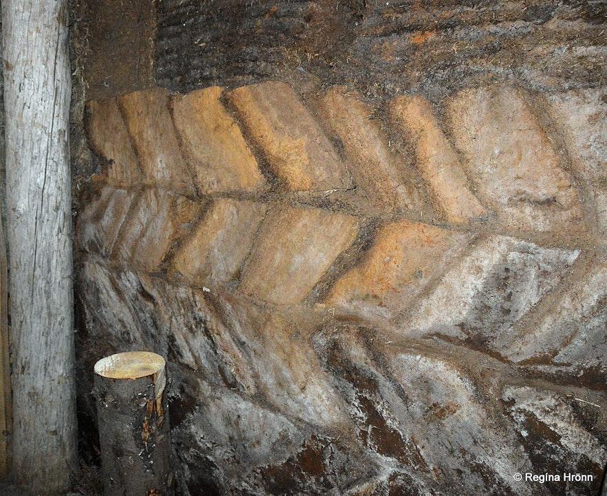 Turf walls at Ingólfsskáli
