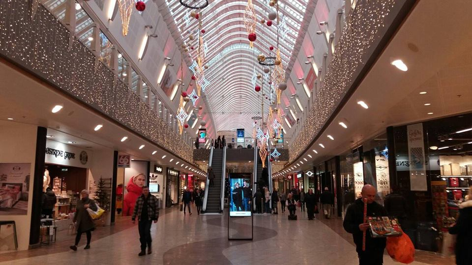 Guided 4 Hour Reykjavik Shopping Tour of Laugavegur & Kringlan or Smaralind Mall - day 1