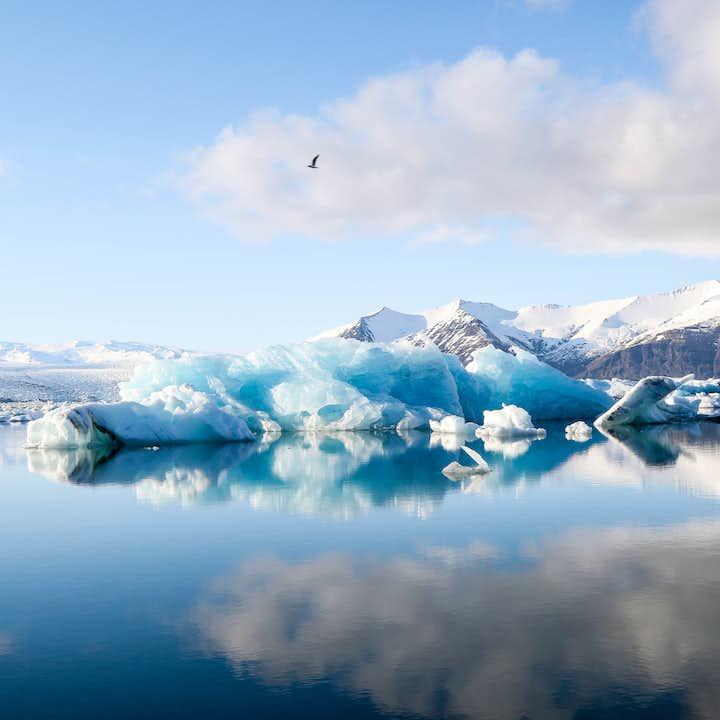 杰古沙龙冰河湖如镜面一般的湖水