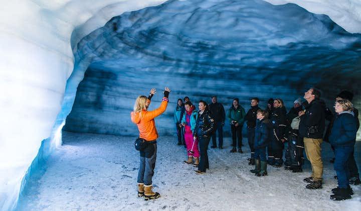 ラングヨークトル氷河のアイストンネル   現地集合
