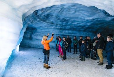 Eistunnel im Langjökull-Gletscher   ab Husafell
