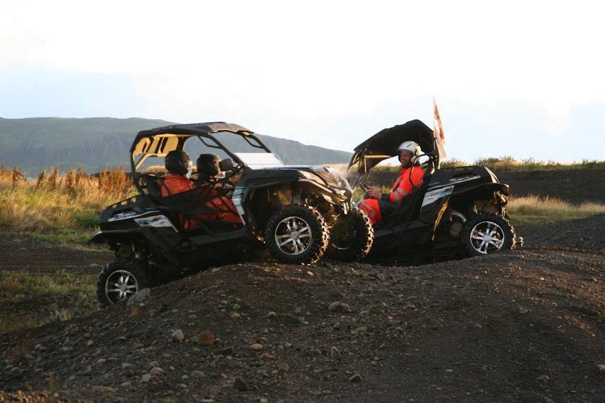 在冰島玩四驅全地形車