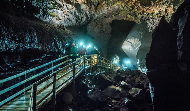 赫伦瀑布+熔岩洞穴+Krauma温泉浴池|雷克雅未克会出发小巴一日游