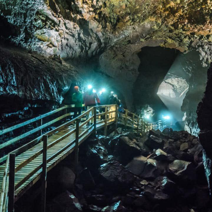赫伦瀑布+熔岩洞穴+Krauma温泉浴池 雷克雅未克会出发小巴一日游