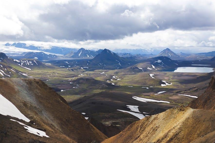 冰島內陸高地Alftavatn被稱為綠洲
