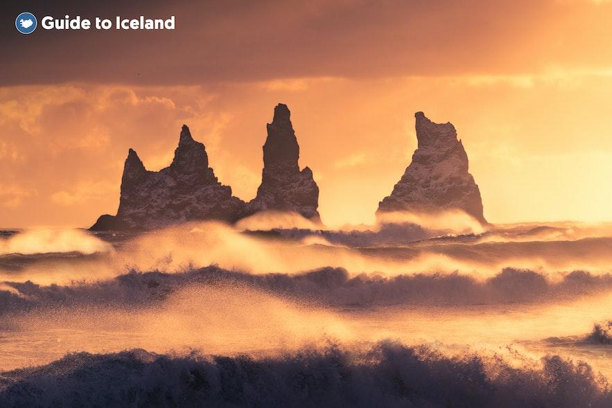 冰島Reynisdrangar岩石群