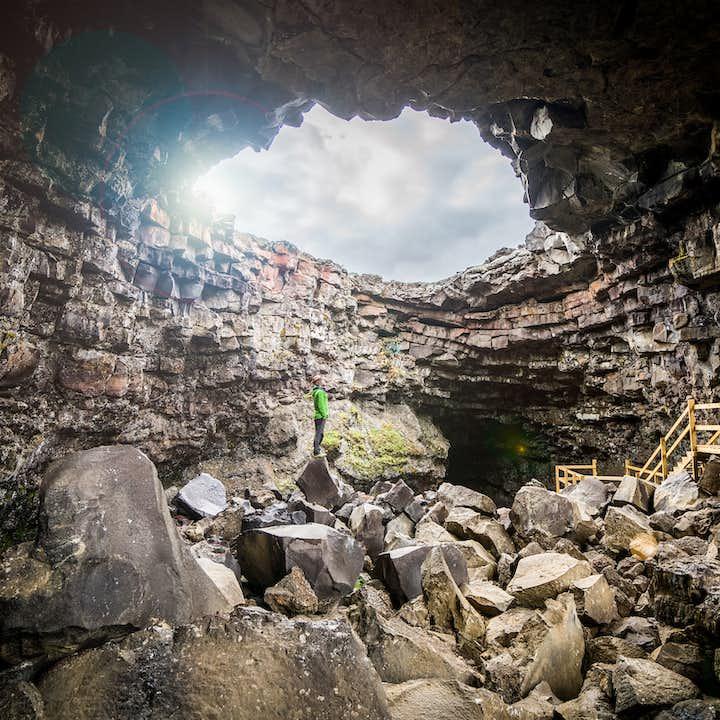 1-godzinna wycieczka idealna dla całej rodziny do jaskini lawowej Vidgelmir z transferem z Husafell
