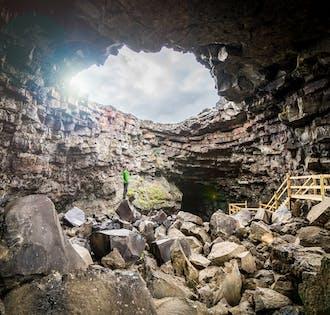 สำรวจถ้ำลาวา   ทัวร์ที่เหมาะสำหรับครอบครัว ที่ถ้ำวิดเกลมิร์
