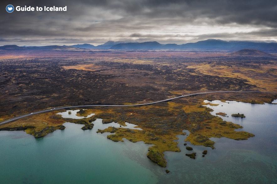 Luftfoto af Mývatn-søen.