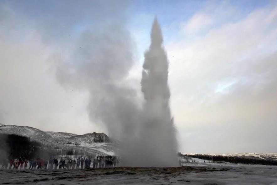 Strokkur mit einer bis 20m hohen Fontaine