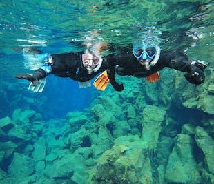 Snorkel entre continentes en Silfra | Fotos gratis bajo el agua