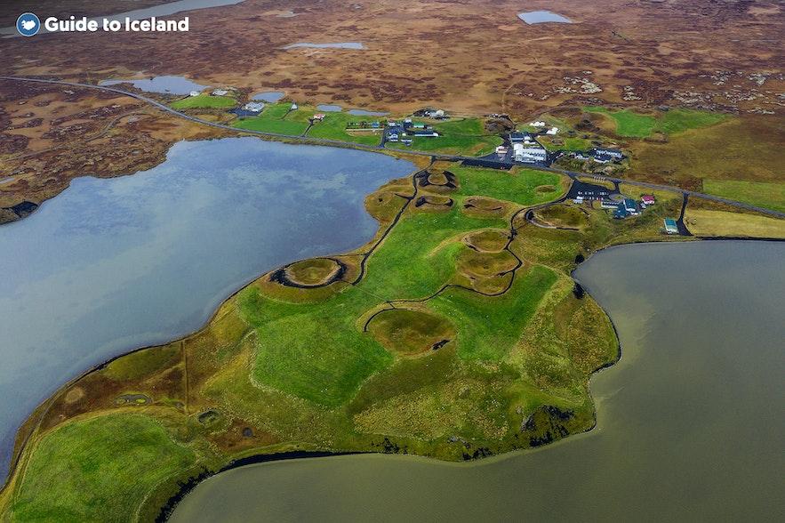 Es gibt ein paar kleine Siedlungen rund um den See Mývatn
