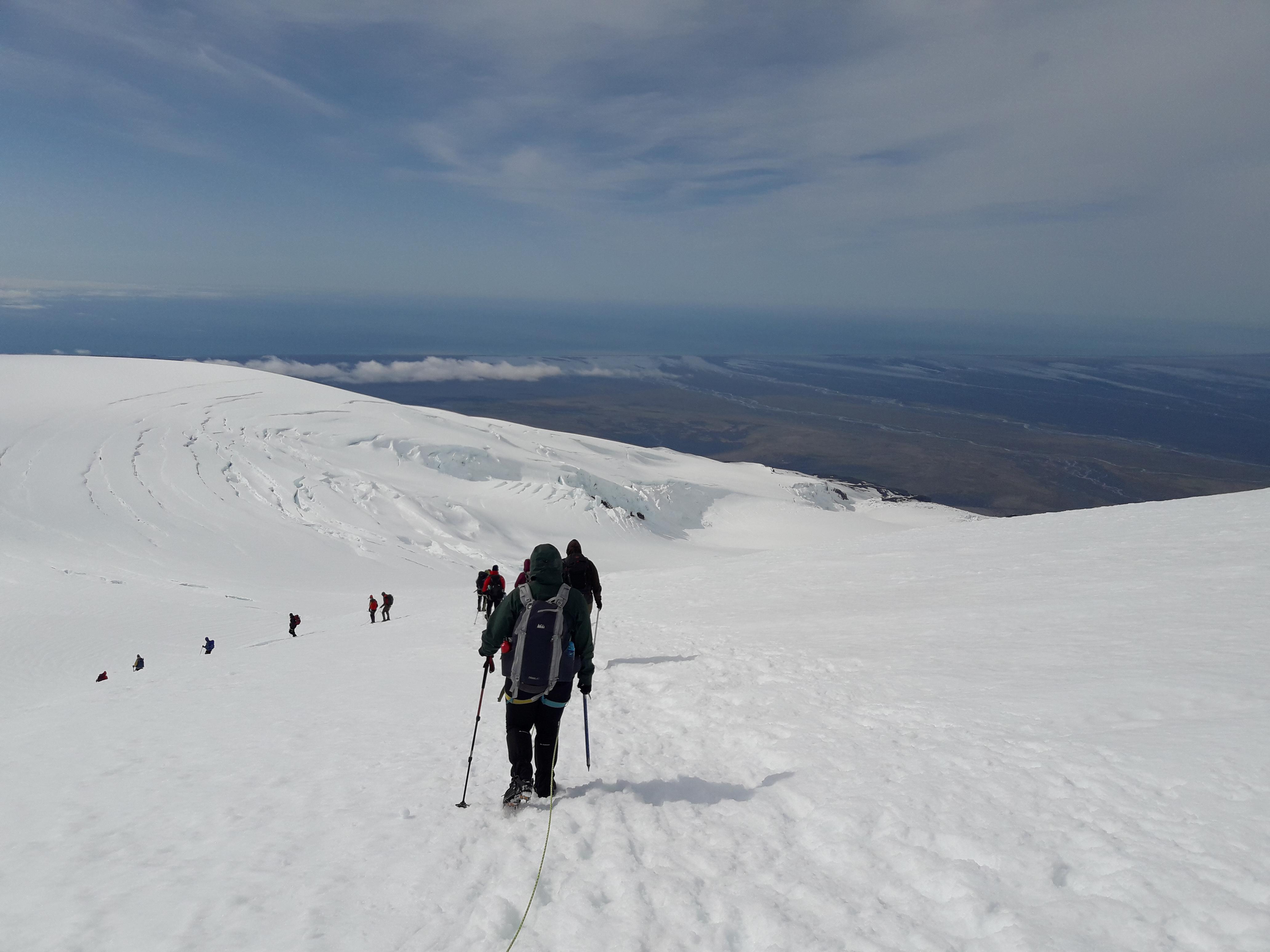 参加冰島最高峰Hvannadalshnjukur徒步旅行团体验极致的冰岛远足之行