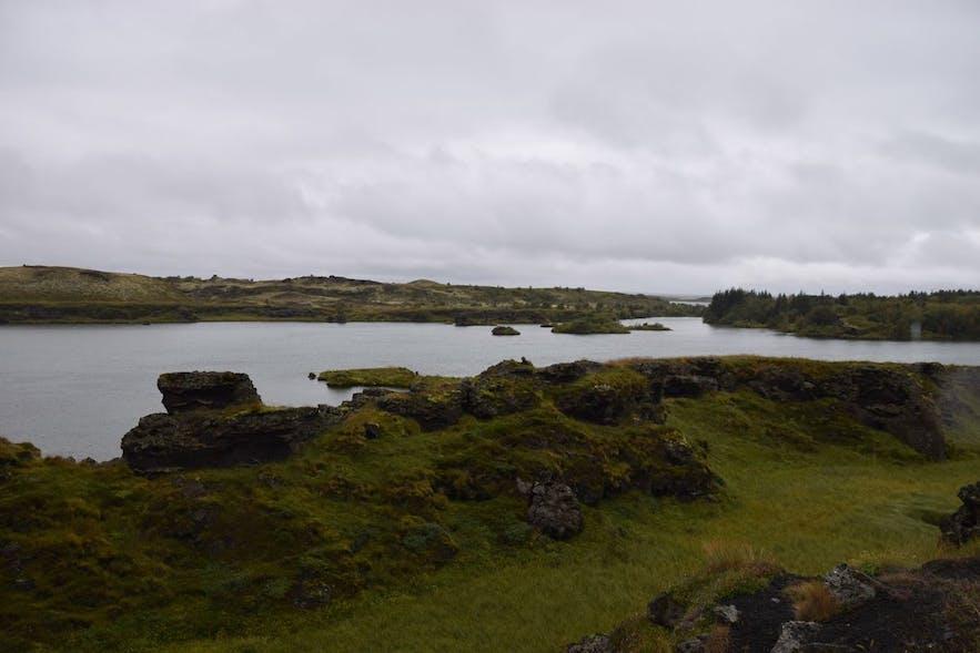 ミーヴァトン湖の周辺で写真ストップ