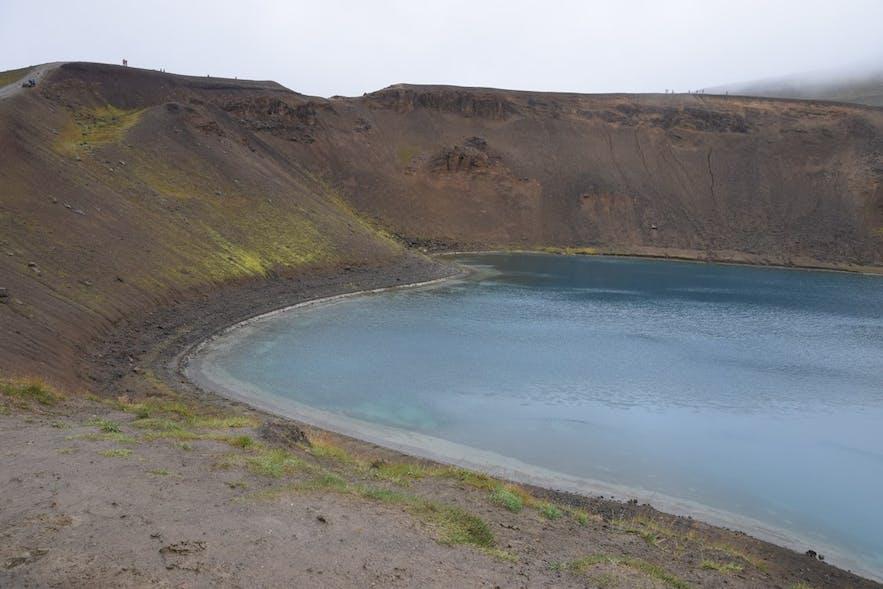 クラプラ火山の火口湖