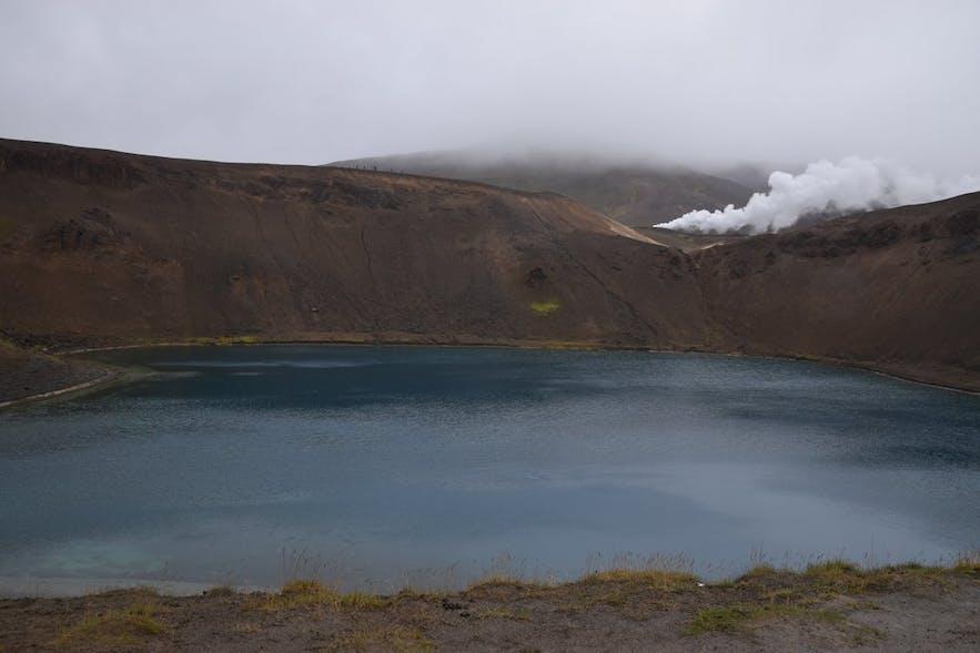 クラプラ火山の火口湖にて撮影