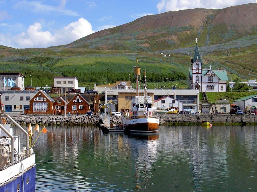 The picturesque harbour of Húsavík.