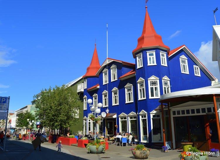 북부 아이슬란드의 도시 아큐레이리에 위치한 화려한 건물.