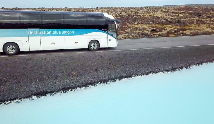 Autobús de ida de la Laguna Azul (Blue Lagoon) a Reikiaivik