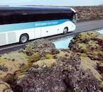 Alors que votre transfert en bus vous amène au Blue Lagoon, ne manquez pas les sites merveilleux de la péninsule de Reykjanes.