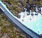 Parcourez le champ de lave de la péninsule de Reykjanes en direction du lagon bleu.