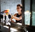 Dégustez une bière tout en vous prélassant dans une source chaude