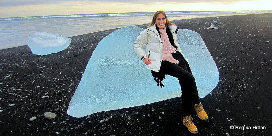 Regína on the ice diamond beach at Jökulsárlón