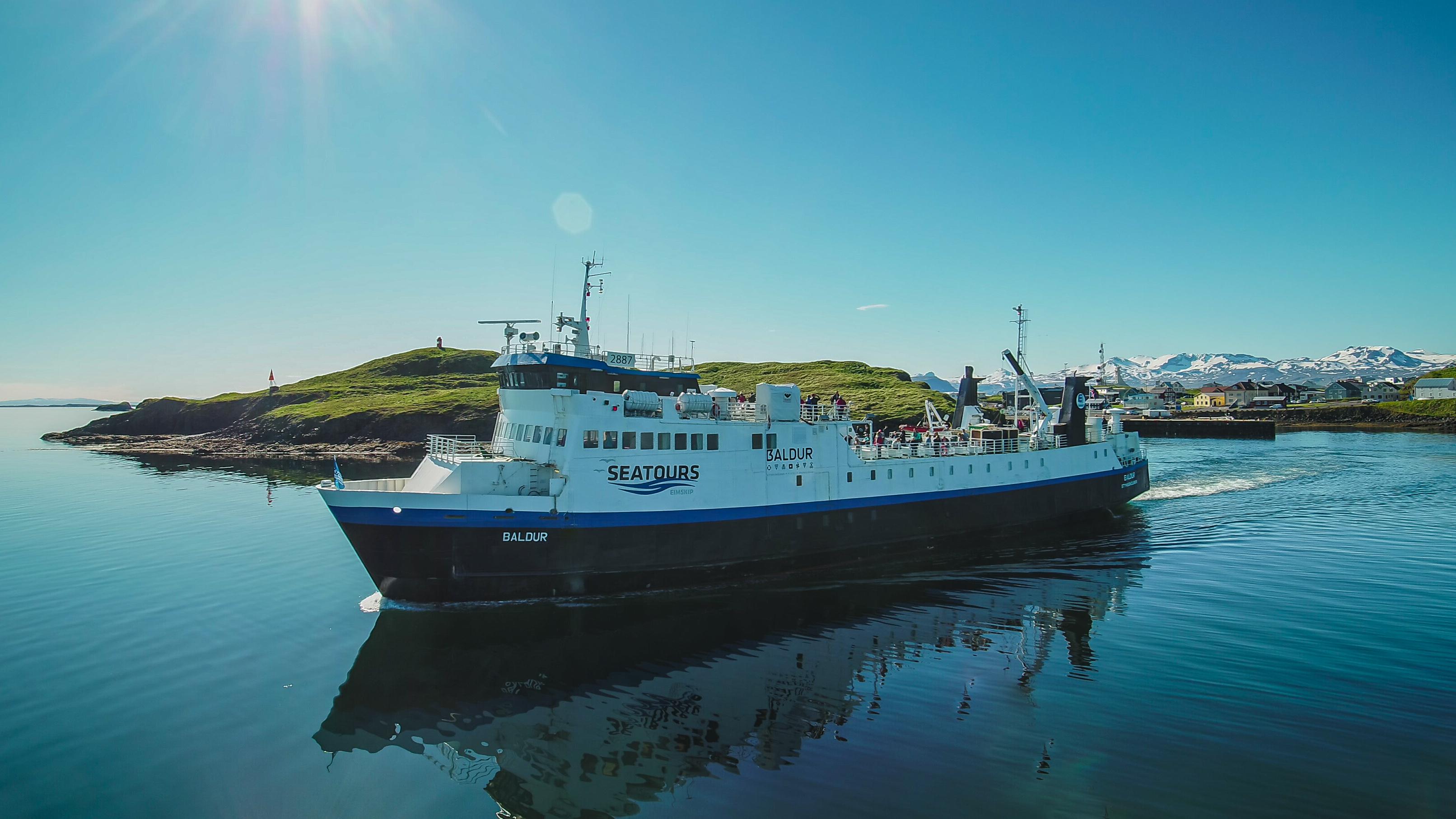 冰岛西部Baldur渡轮从西部斯奈山半岛斯蒂基斯霍尔米小镇出发航行至西峡湾