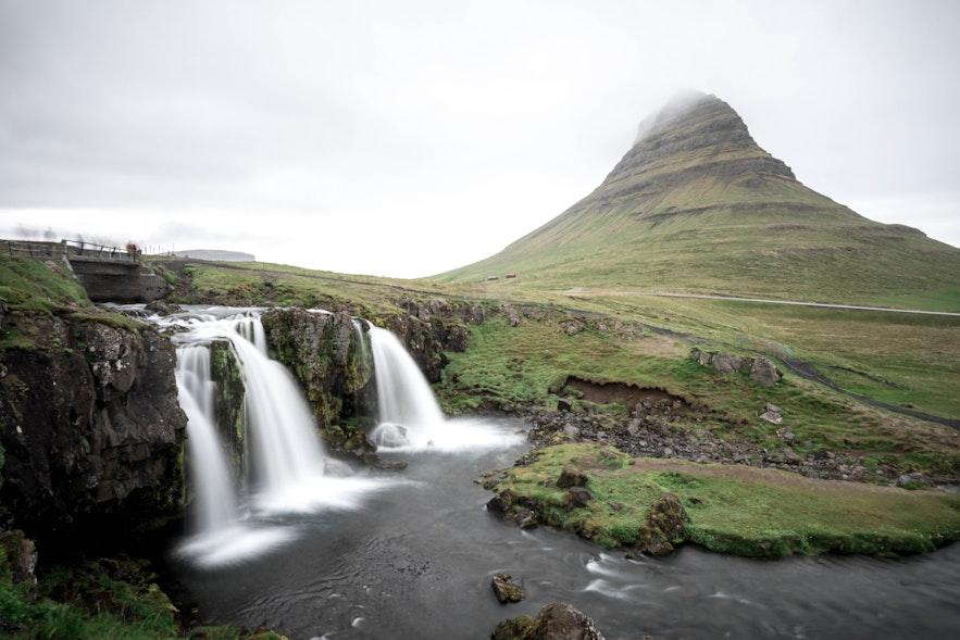 冰島五月中的教堂山kirkjufell