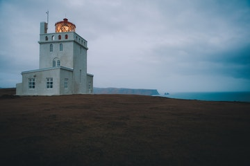 Dyrhólaviti_Dyrhólaey_lighthouse_south_summer_free stock.jpg