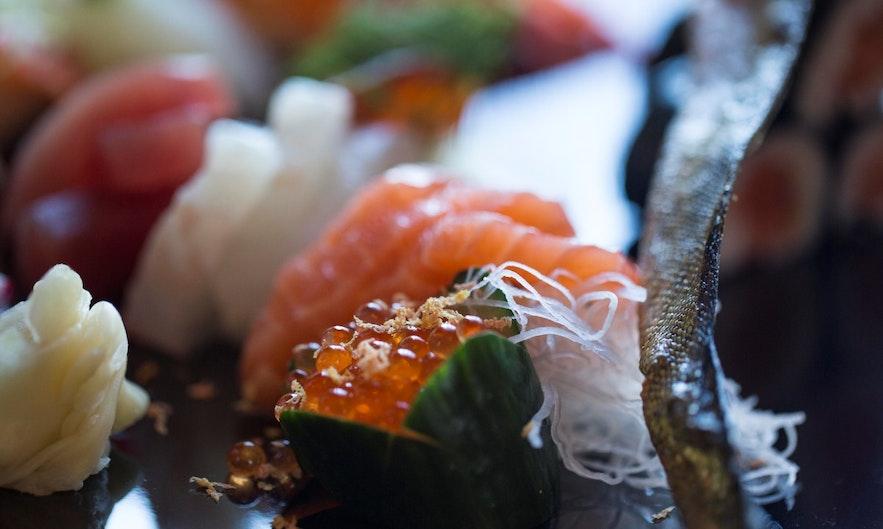 冰岛塞济斯菲厄泽小镇上的寿司生鱼片餐厅