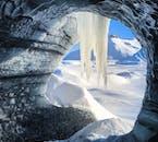 ミールダルスヨークトル氷河の洞窟内からの風景
