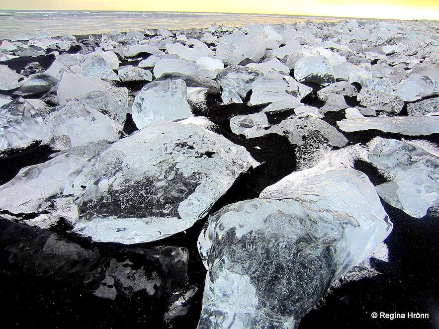 Jökulsárlón glacial lagoon - ice diamond beach
