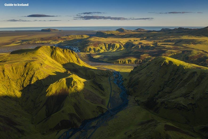 夏季的冰岛路况良好,很适合自驾
