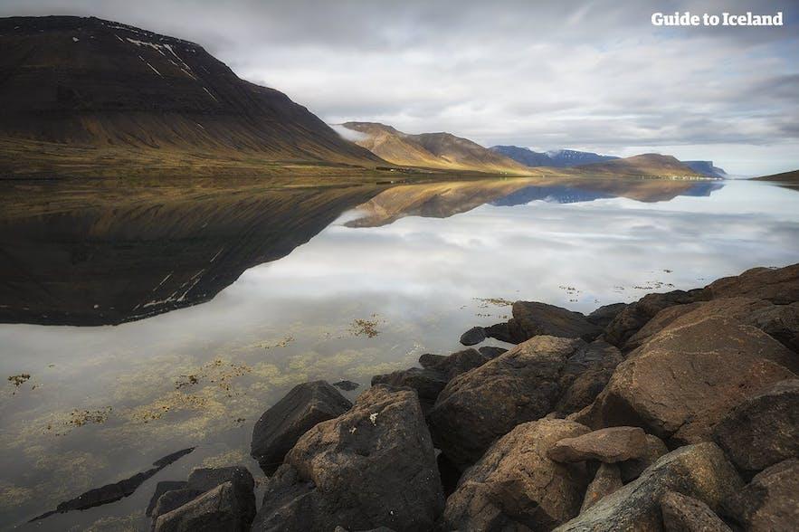 冰岛西峡湾的独特地貌