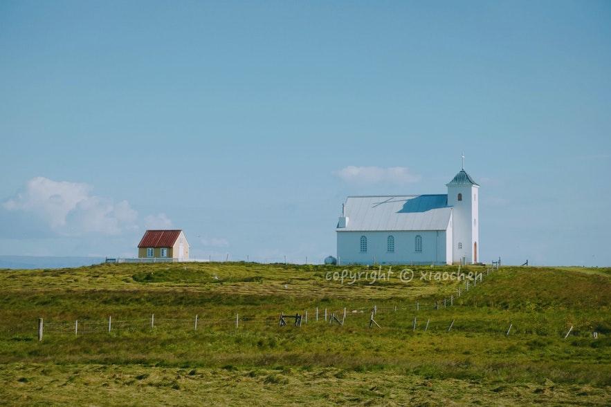 冰岛弗拉泰小岛上的教堂和图书馆