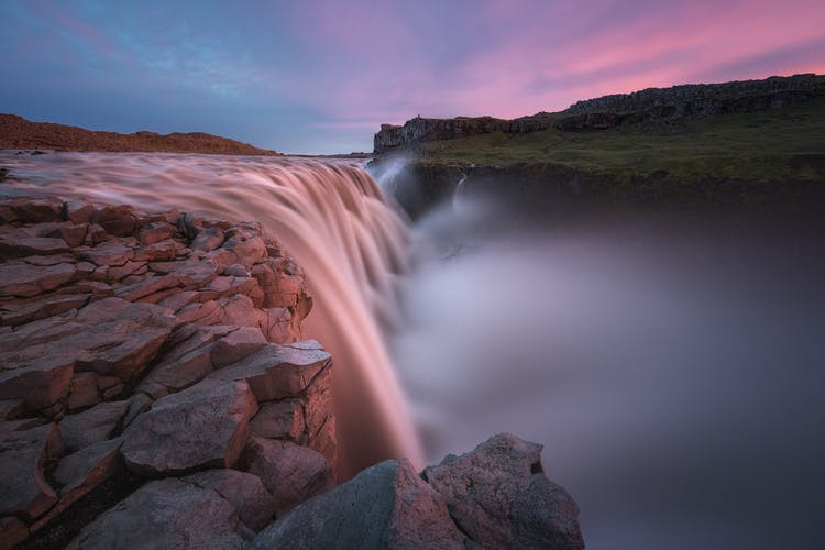 这个高地探险摄影旅行团将让您在夏天捕捉冰岛的地热区的景致