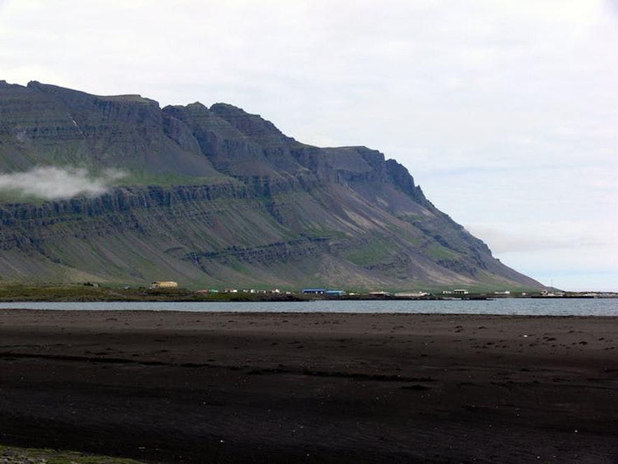Widok na Breiddalsvik, islandzkie Fiordy Wschodnie.