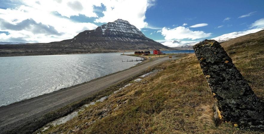 Zatoka w Eskifjordur, wschodnia Islandia.