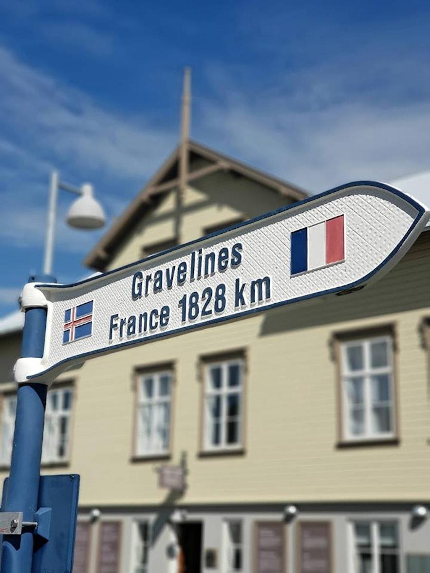 Francuska wioska Faskrudsfjordur na islandzkich Fiordach Wschodnich.