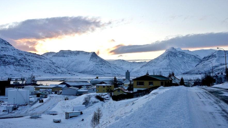 Reydarfjordur na islandzkich Fiordach Wschodnich.