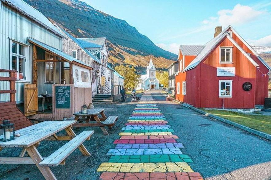 Słynna ulica w Seydisfjordur.