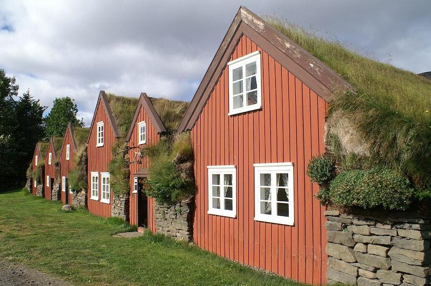 Zabytkowe budynki na islandzkich Fiordach Wschodnich.