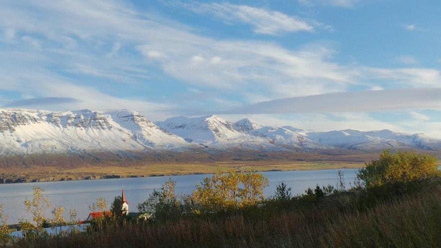 Widok na Vopnarfjordur, islandzkie Fiordy Wschodnie.