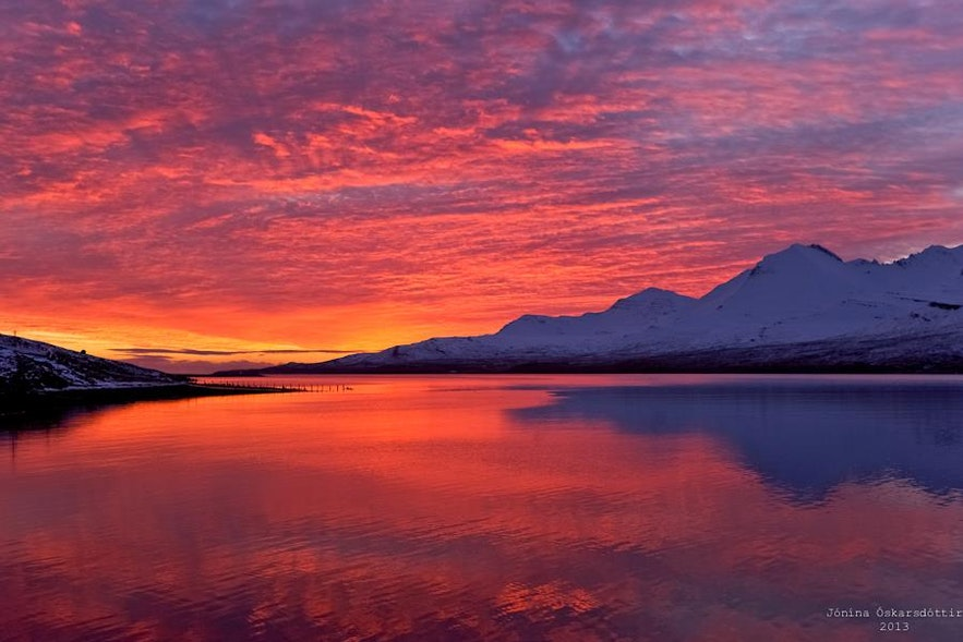 Zachód słońca nad islandzkimi Fiordami Wschodnimi.