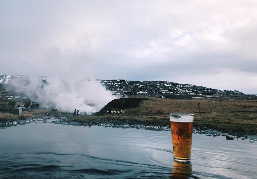 Krauma 溫泉可以邊喝啤酒邊泡溫泉