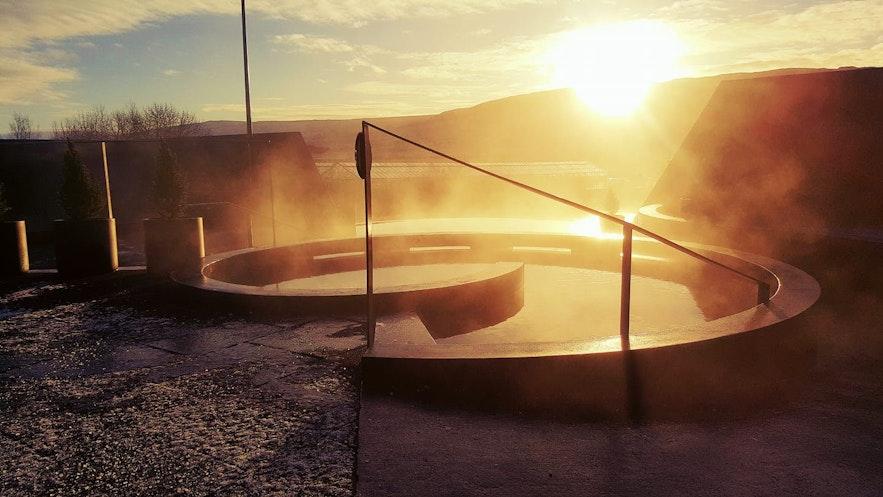 日落中的西部Krauma溫泉