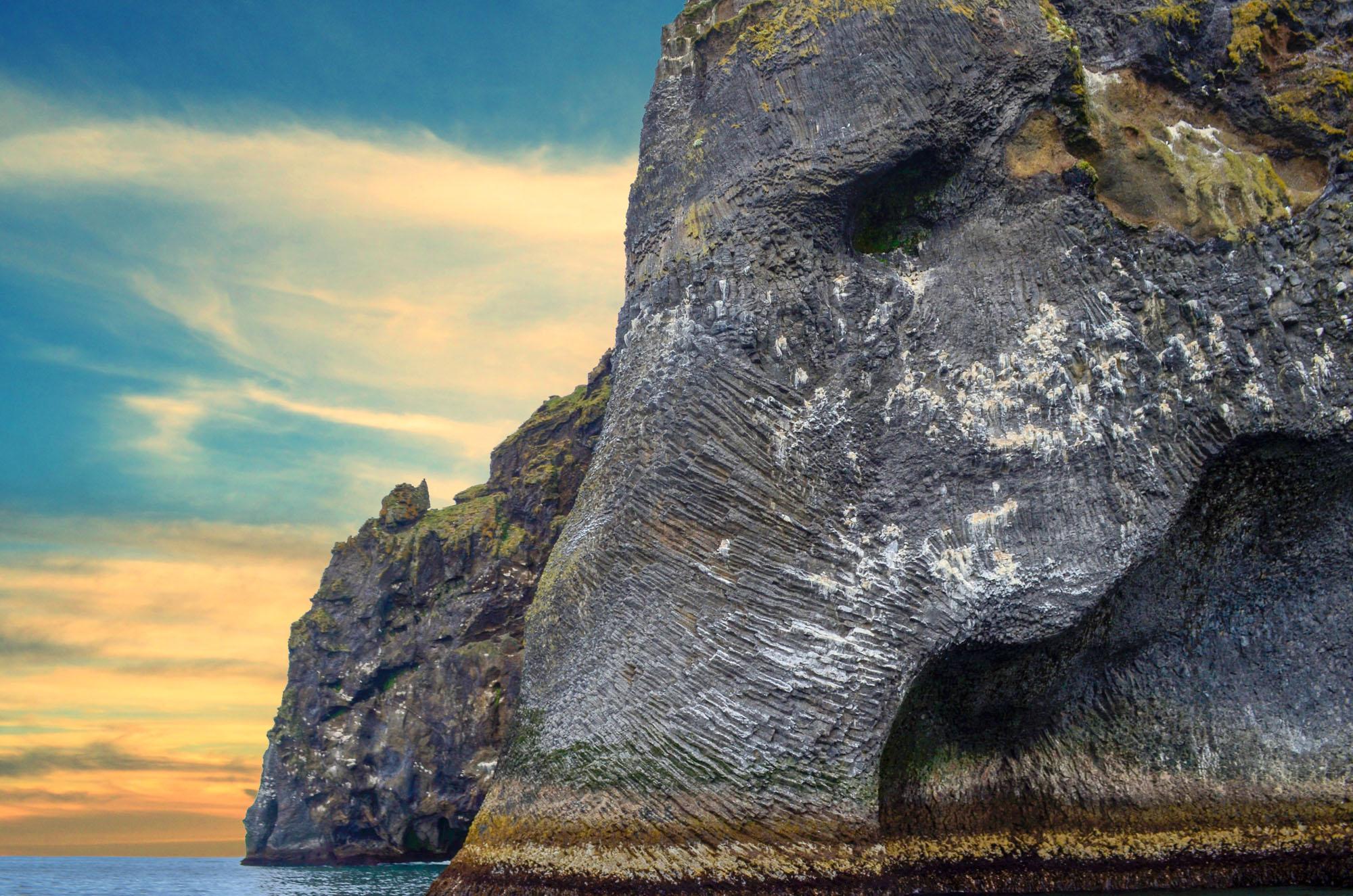 エレファント・ロックはアイスランドのウェストマン諸島にある人気の写真被写体