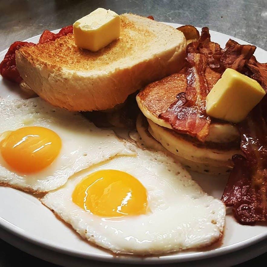 Bacon and eggs at Grái Kötturinn restaurant in Reykjavík.
