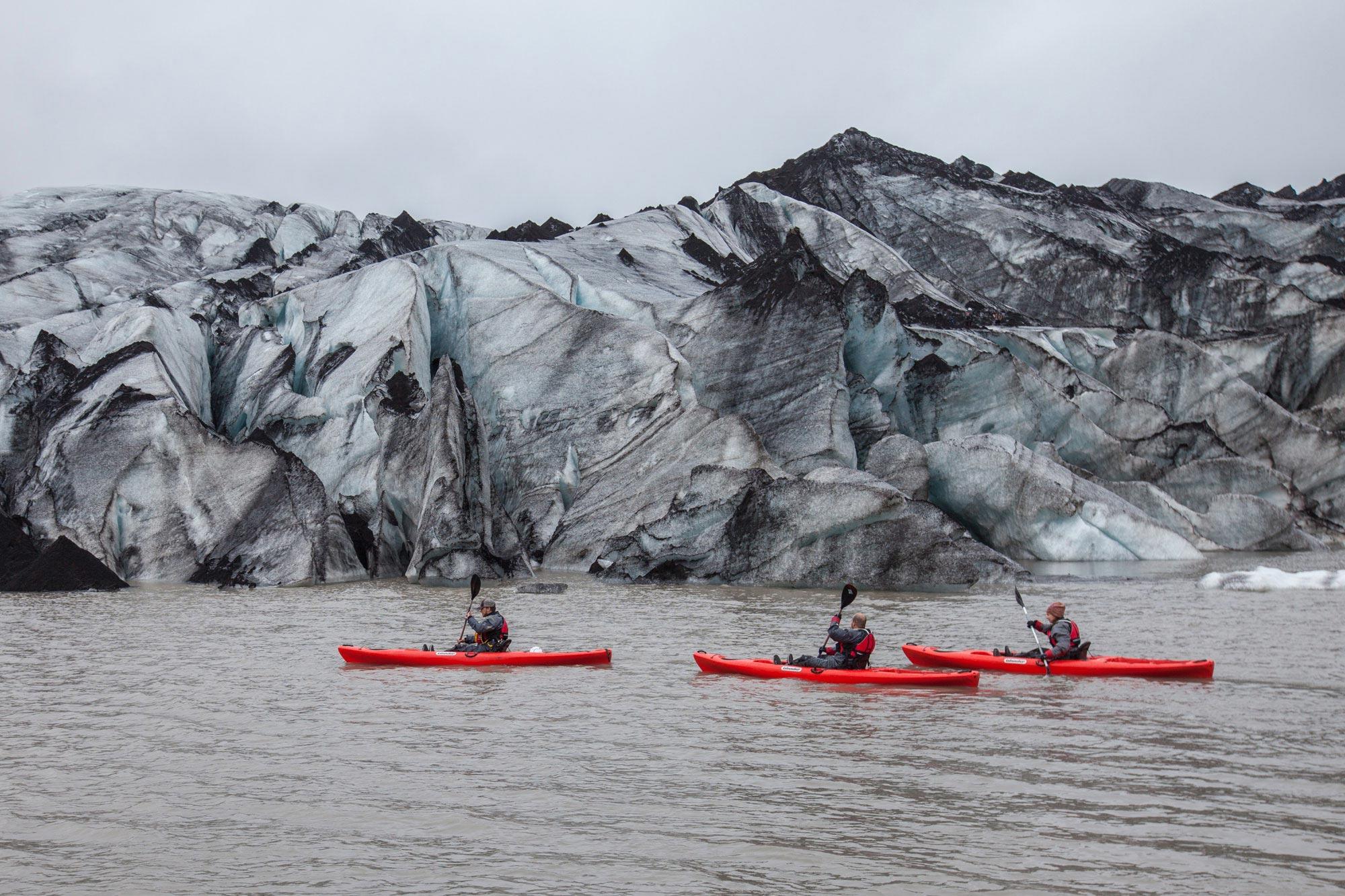 Bei dieser erstaunlichen Erkundung der Südküste kannst du zwischen Eisbergen auf einer neu gebildeten Gletscherlagune Kajakfahren.